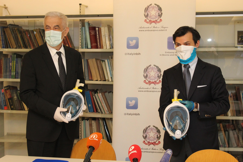 VRIJEDNA DONACIJA: Ambasador Italije u BiH Minasi uručio donaciju 200 maski za potpomognuto disanje