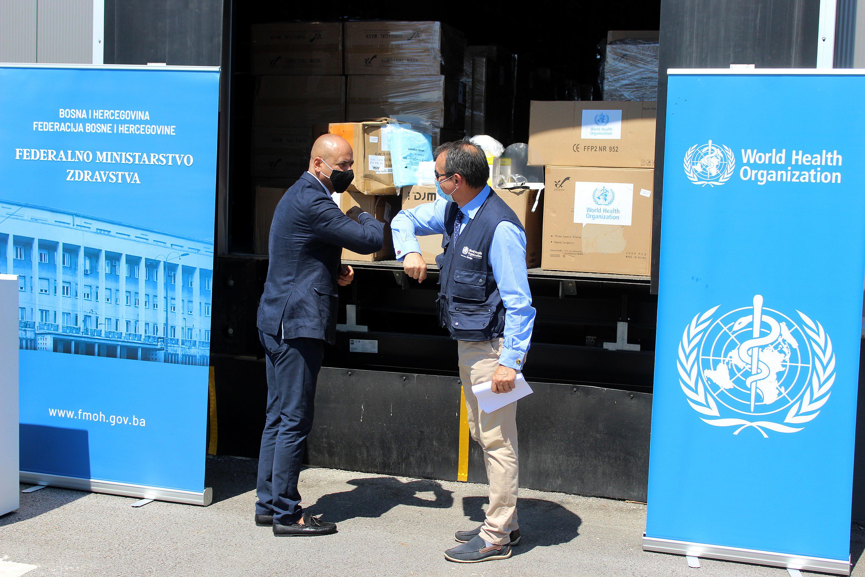 ZAŠTITNA ODIJELA, VIZIRI, MASKE...: Svjetska zdravstvena organizacija zdravstvenim radnicima u FBiH donirala 12,6 tona zaštitne opreme